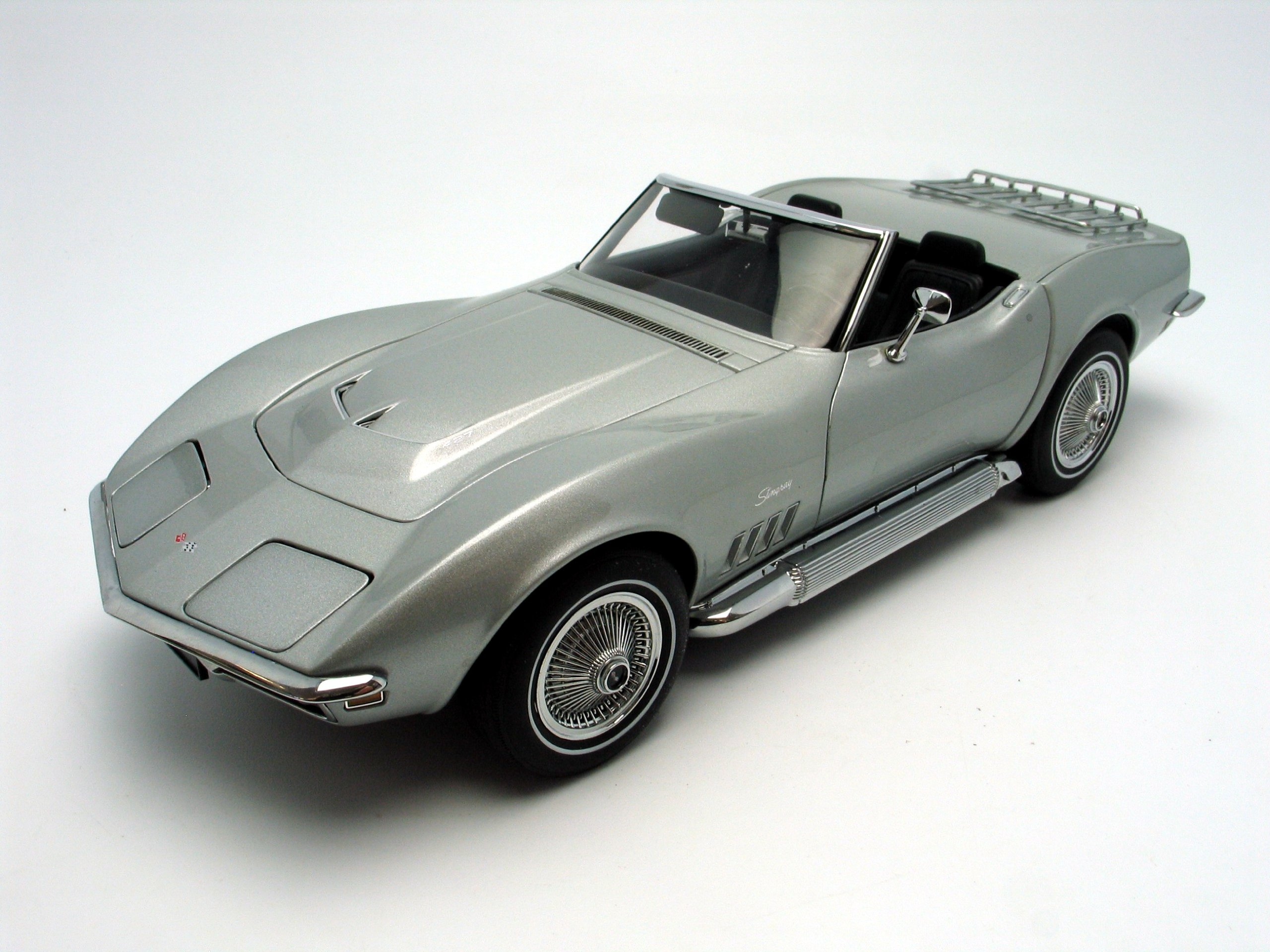 1969 chevrolet corvette diecast model car 118 autoart silver - Corvette Stingray 1969 White